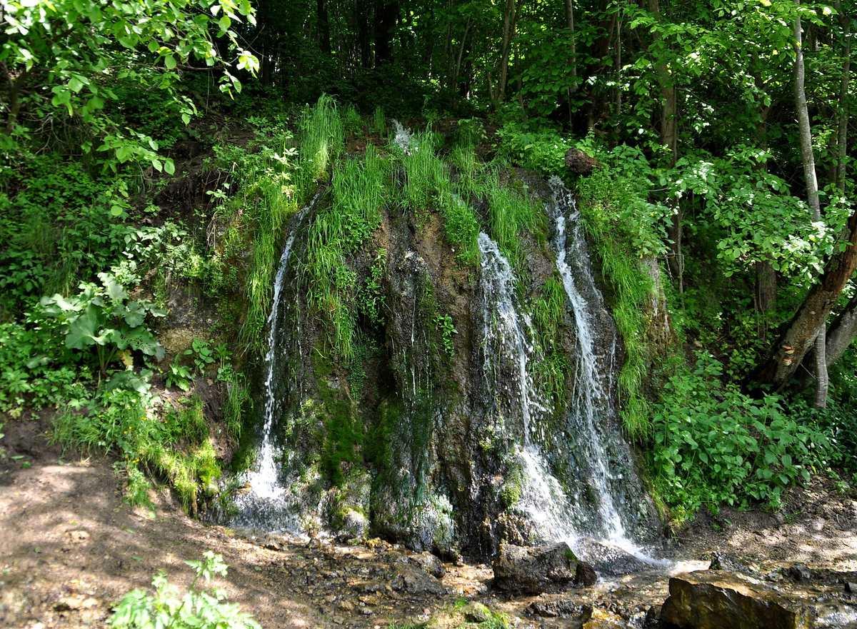 Картинки по запросу 3. Водопад Радужный москва